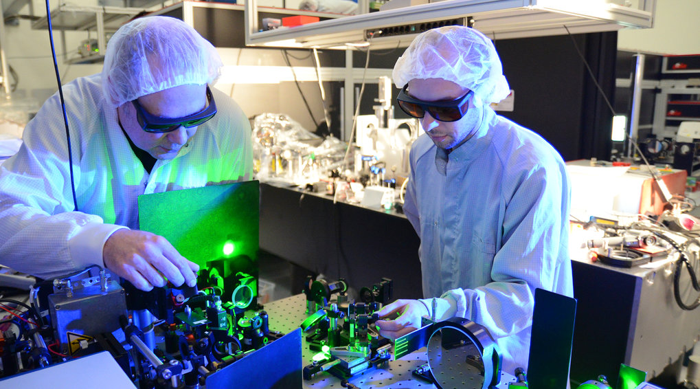 <em>The further development of ATLAS, the high-performance laser in LMU's Laboratory for Extreme Photonics, paved the way for the tomographic reconstruction of the three-dimensional fine structure of a bone sample within a few minutes.</em>